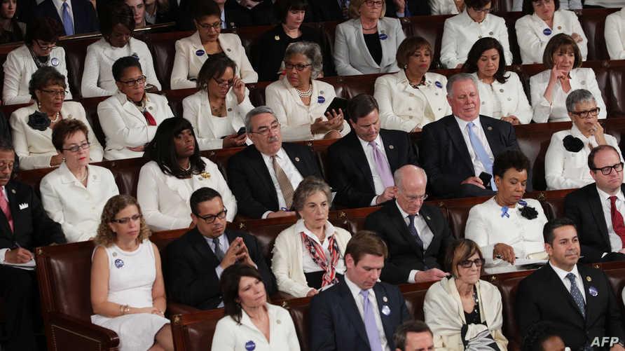 نساء ديموقراطيات خلال خطاب ترامب