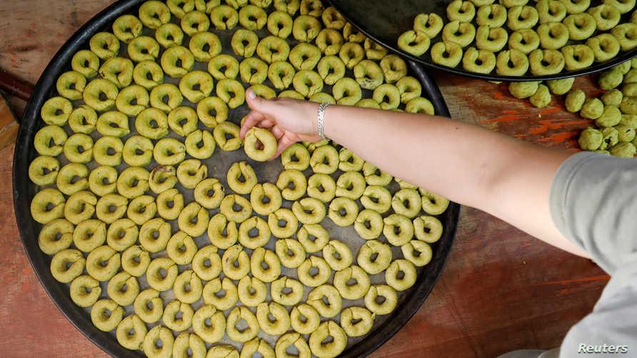 حلويات العيد بأحد المحلات في نابلس