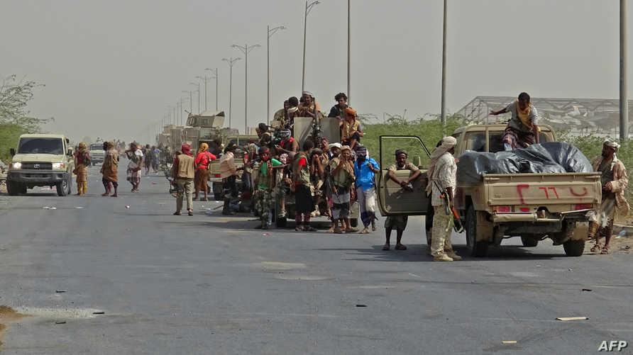 قوات موالية للحكومة يتجمعون في الضواحي الشرقية لمدينة الحديدة لاستكمال معركتهم مع المتمردين الحوثيين