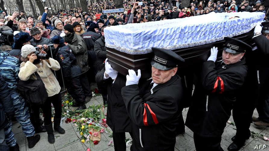 تشييع جثمان المعارض الروسي بوريس نيمتسوف