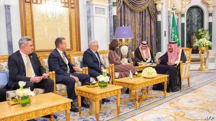 العاهل السعودي يستقبل مديرة وكالة الاستخبارات الأميركية جينا هاسبل