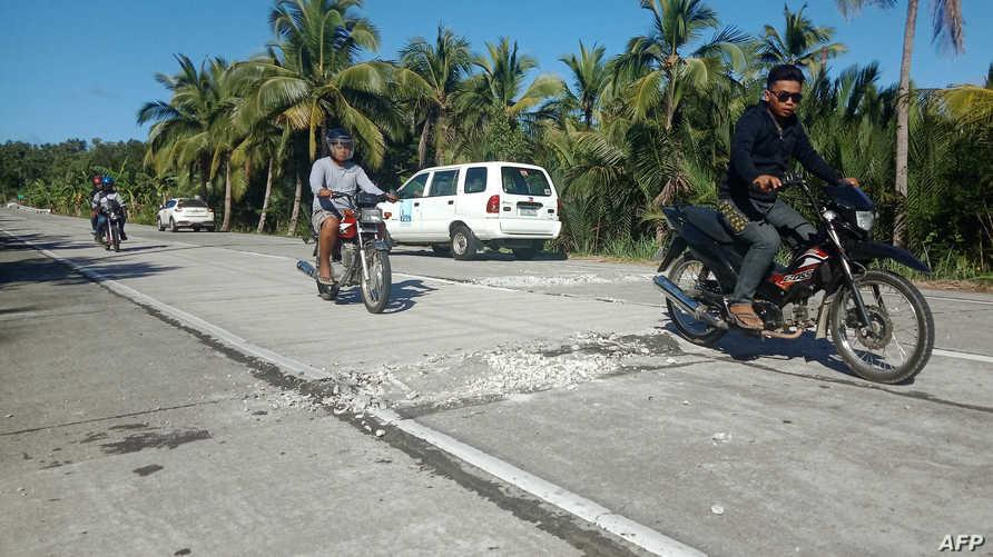 تصدع الطرق جراء الزلزال الجديد الذي ضرب الفلبين
