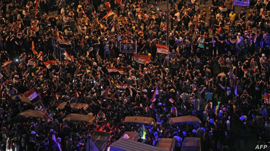 حشد ضخم من المتظاهرين العراقيين في ساحة التحرر وسط بغداد