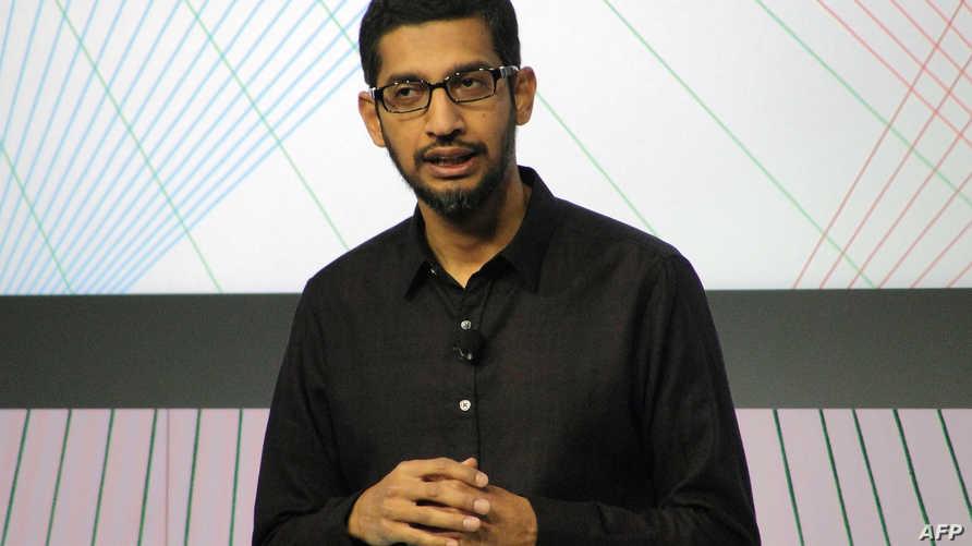 ساندار بيشاي أثناء عرض غوغل لهاتف نيكسوس الذكي في سان فرانسيسكو