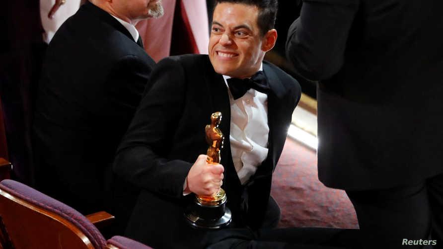 """رامي مالك بعد استلامه جائزة أفضل ممثل عن دوره في فيلم """"The Bohemian Rhapsody"""""""