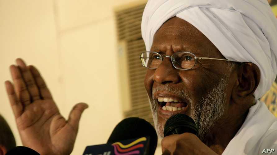 زعيم حزب المؤتمر الشعبي المعارض في السودان حسن الترابي