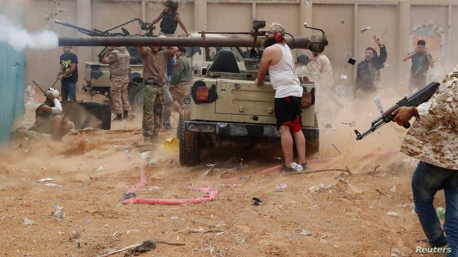 مقاتلون تابعون لحكومة الوفاق الليبية خلال معارك في ضواحي طرابلس
