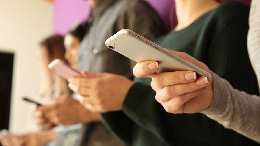 بدون إنترنت وشبكة محمول.. طرق مختلفة للتواصل في حال قطع الخدمات
