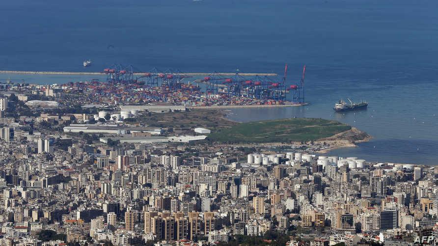 صورة مأخوذة من شرق العاصمة بيروت، تظهر ميناء العاصمة