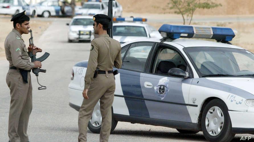 عنصران في الشرطة السعودية- أرشيف