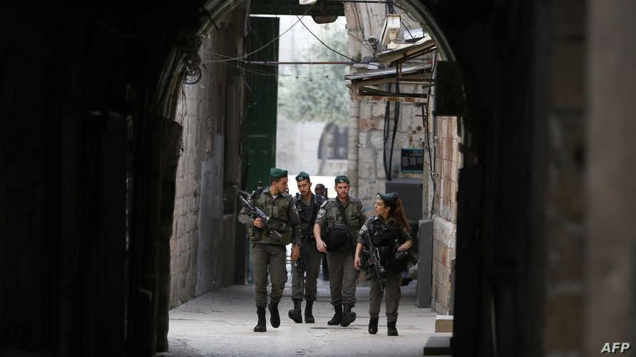 جنود إسرائيليون في أحد احياء البلدة القديمة في القدس
