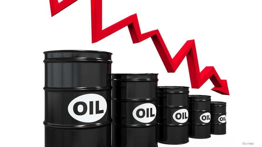 أسعار النفط تواصل الانحدار