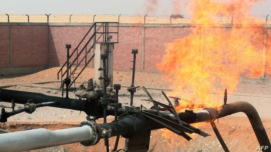 ارتفاع السنة اللهب الناتجة عن هجوم على أحد خطوط أنابيب الغاز في شمال سيناء - أرشيف