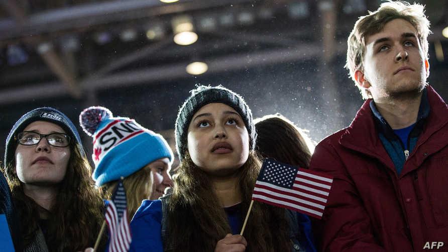 ناخبون أميركيون خلال أحد التجمعات الانتخابية في نيوهامشير