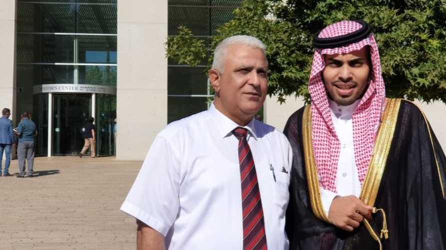 المدون السعودي محمد سعود مع متحدث وزارة الخارجية الإسرائيلية للإعلام العربي حسن كعبية