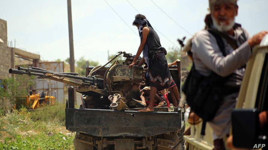 مسلحون موالون لهادي في تعز
