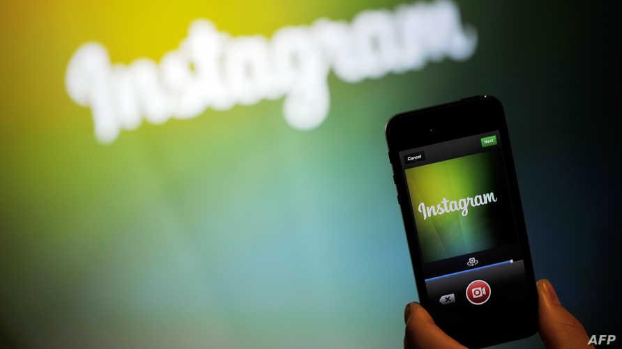 تطبيق انستاغرام على شاشة هاتف محمول