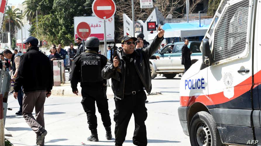 عناصر من الشرطة التونسية قرب متحف باردو