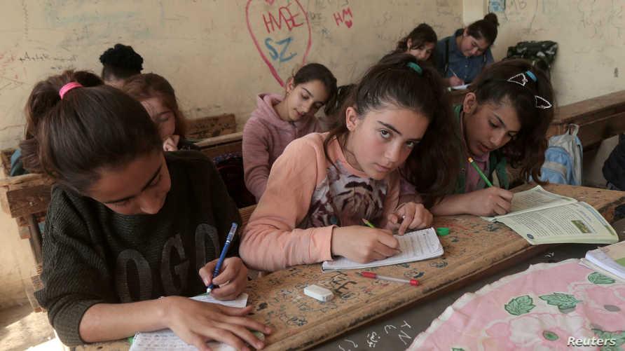 طلاب أكراد في مدرسة في القاملشي