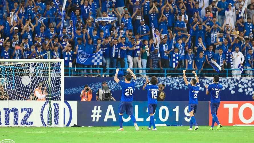 لاعبو الهلال السعودي يحتفلون بفوزهم بذهاب نهائي دوري أبطال آسيا