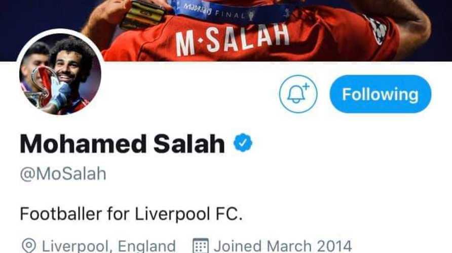 """تعريف محمد صلاح الجديد الذي اكتفى فيه باسم """"لاعب في ليفربول"""""""