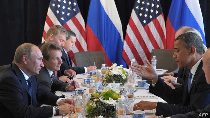 الرئيس الأميركي باراك أوباما ونظيره الروسي فلاديمير بوتين في اجتماع على هامش قمة الـ20 في المكسيك عام 2012