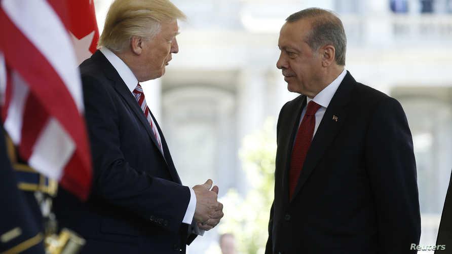 الرئيس الأميركي دونالد ترامب يحذر نظيره التركي رجب طيب أردوغان من مغبة التدخل في ليبيا