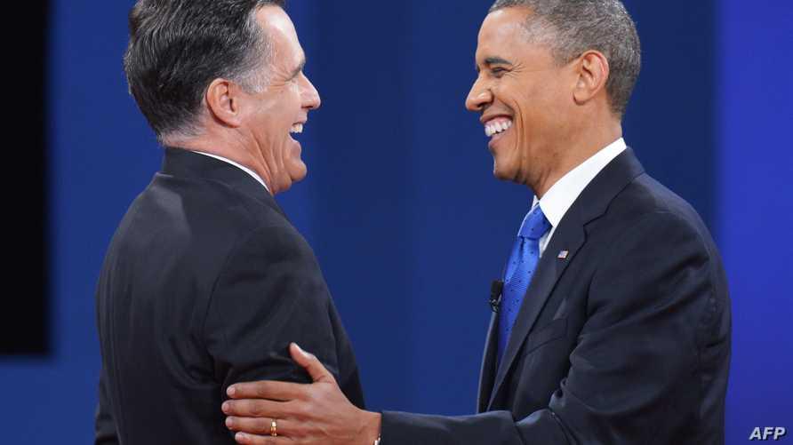 أوباما ورومني يتبادلان الضحك بعد نهاية مناظرتهما الأخيرة