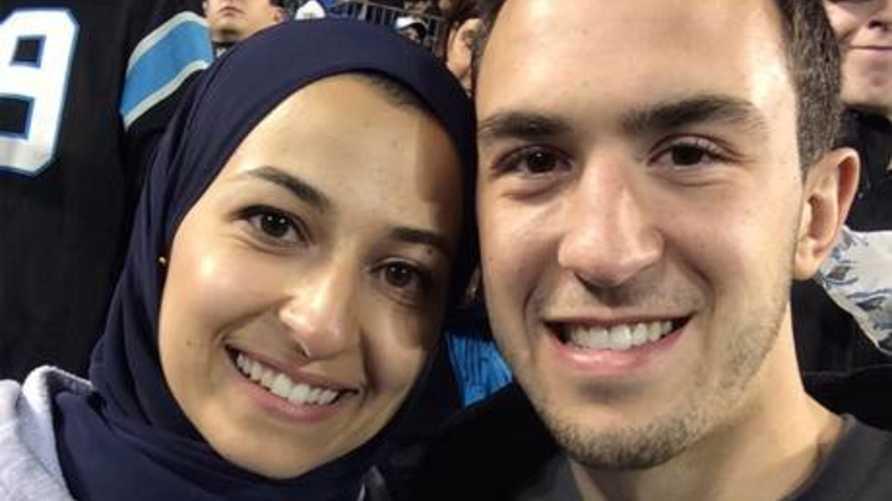ضياء شادي بركات (23 عاما) وزوجته يٌسر محمد (21 عاما)