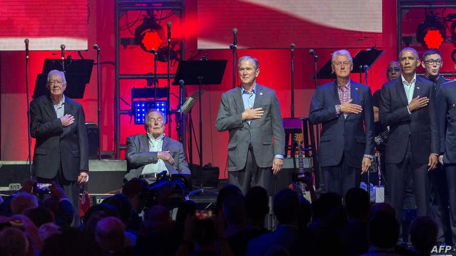 من اليمين إلى اليسار: أوباما وكلينتون وبوش الابن وبوش الأب وكارتر