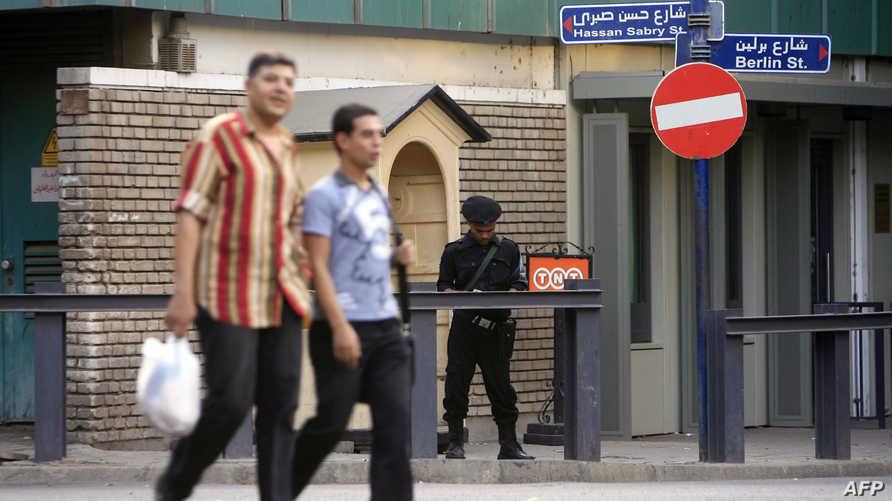 مصريون في أحد شوارع القاهرة