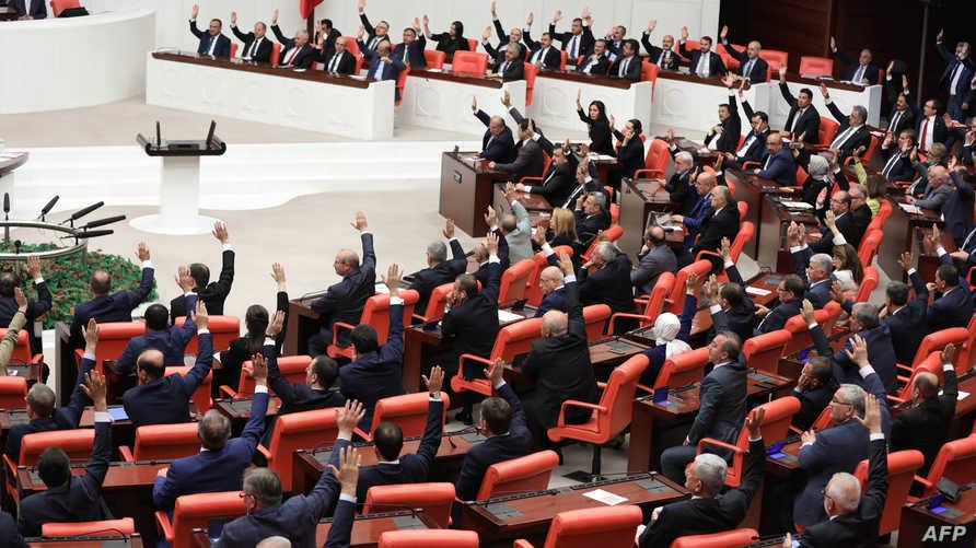 البرلمان التركي أثناء جلسة التصويت