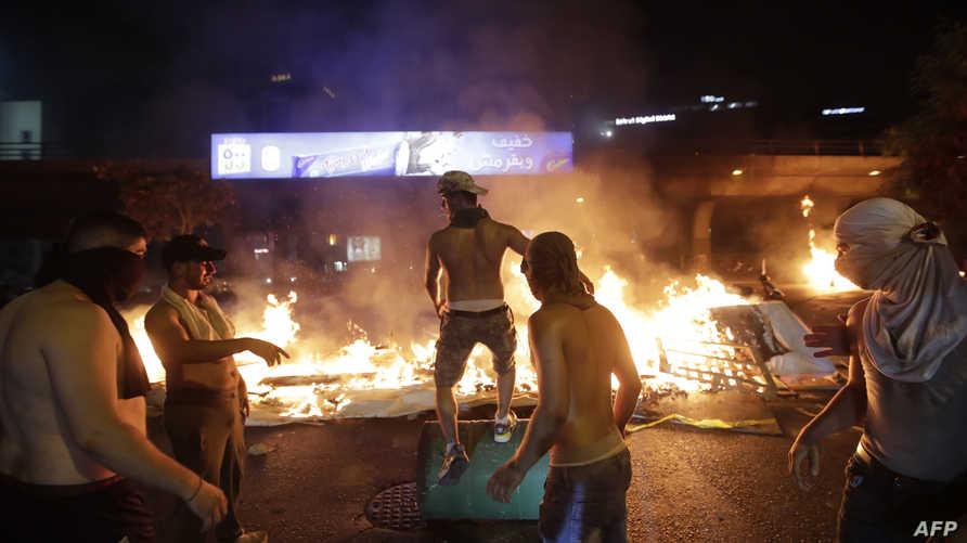 محتجون في شوارع بيروت يوم الخميس