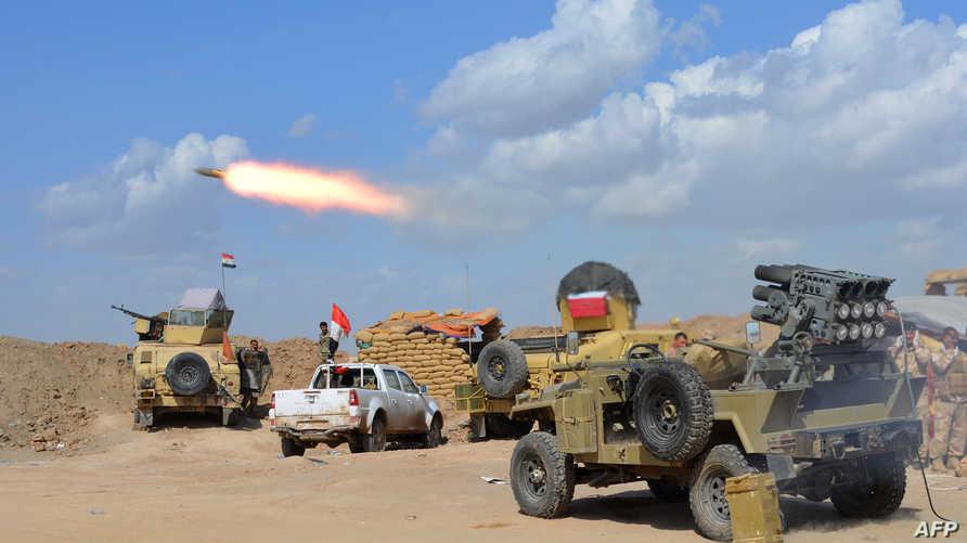 عناصر من الجيش العراقي وميليشيا الحشد الشعبي تقصف مواقع لداعش