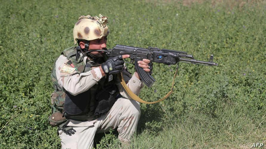 جندي أفغاني بالقرب من مدينة غزني