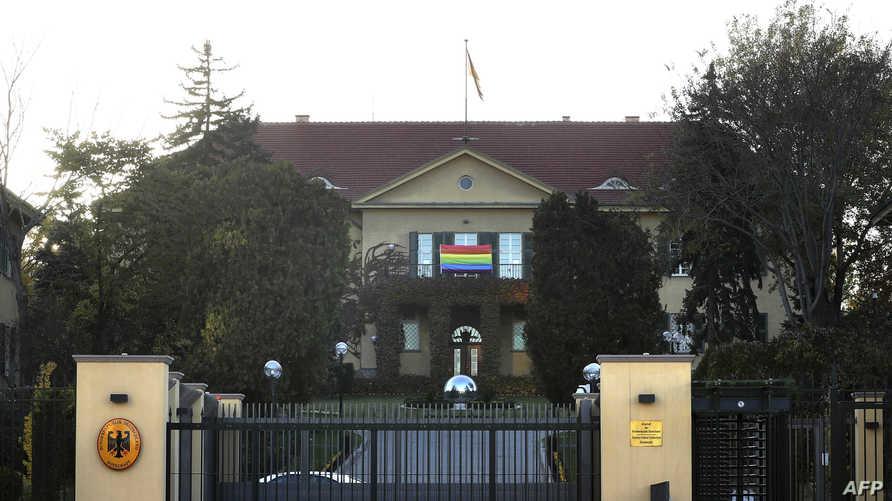 مدخل السفارة الألمانية في أنقرة التركية