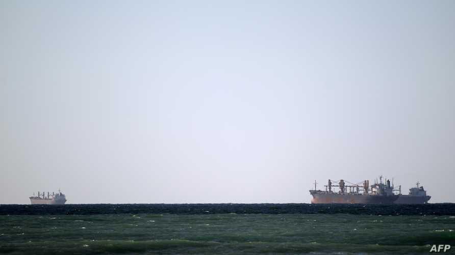 سفن تمر من مضيق هرمز