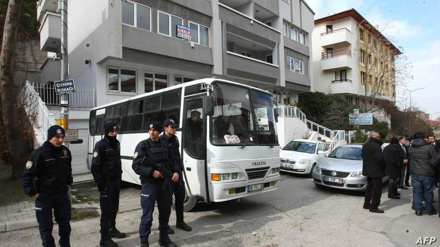 عناصر من الشرطة التركية خلال حملة الاعتقالات