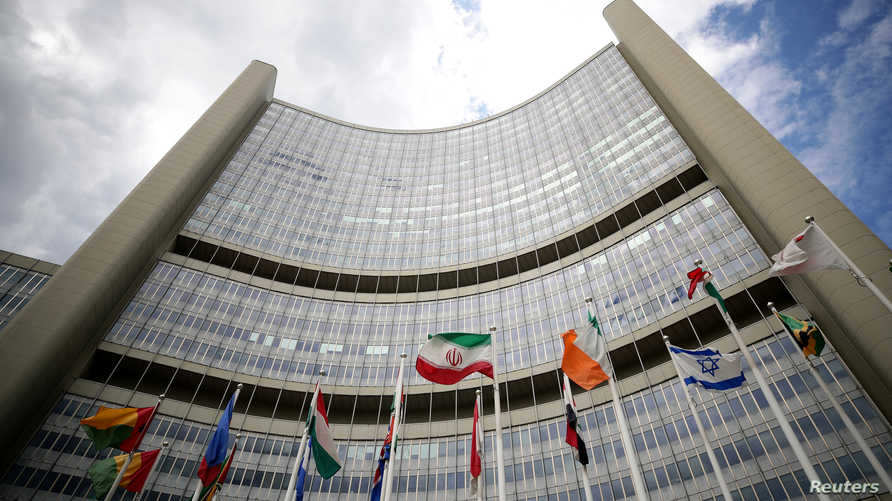علم إيران يظهر أمام مقر الوكالة الدولية للطاقة الذرية في النمسا