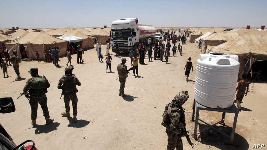 جانب من مخيم للنازحين أقيم لإيواء المدنيين الذين نجحوا في الفرار من الفلوجة بعد انطلاق العملية العسكرية لاسترجاعها من داعش