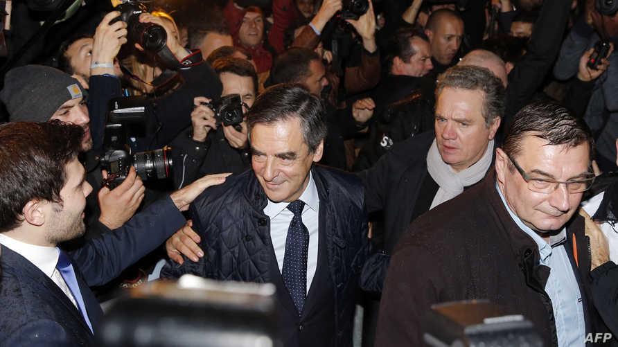 فرنسوا فيون يصل إلى مقر حملته الانتخابية
