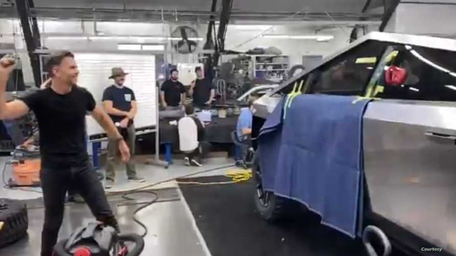 اختبار سيارة تيسلا قبل الكشف عنها