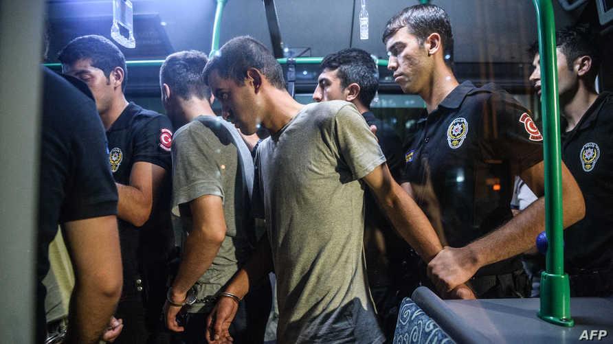 الشرطة التركية توقف متهمين بالمشاركة في الانقلاب الفاشل