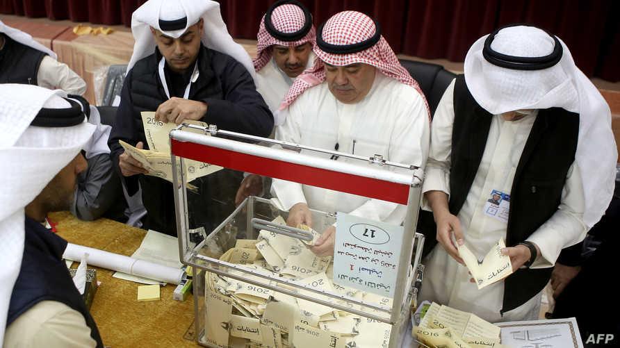 فرز الأصوات في الانتخابات الكويتية
