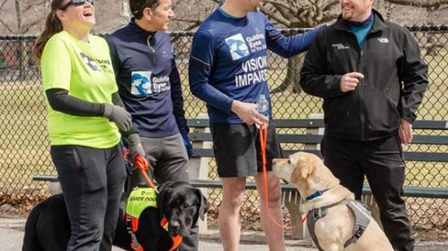 توماس بانيك برفقة كلابه