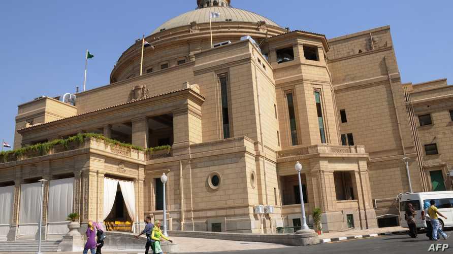 صورة من أمام جامعة القاهرة