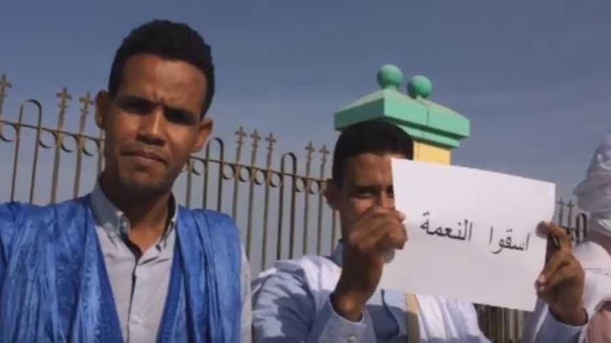 جانب من وقفة احتجاجية للمطالبة بتوفير المياه لمدينة النعمة