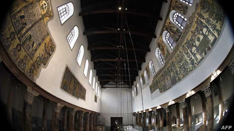 أعمدة كنيسة المهد والفسيفساء بعد ترميمها