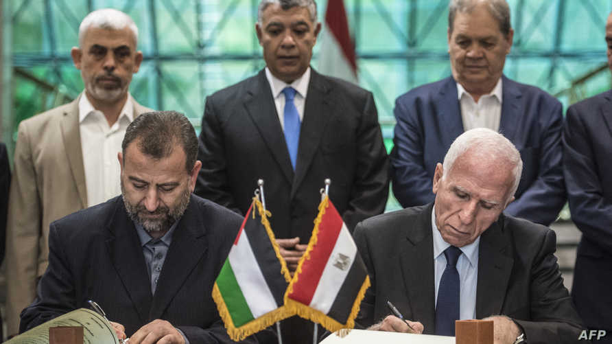 جانب من مراسم توقيع اتفاق المصالحة بين فتح وحماس الشهر الماضي