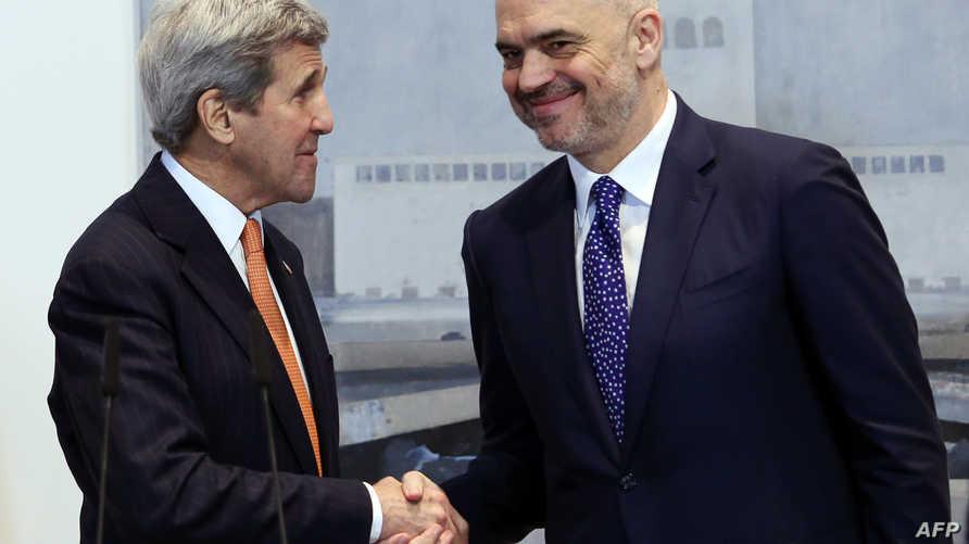 كيري مع رئيس الوزراء الألباني إدي راما